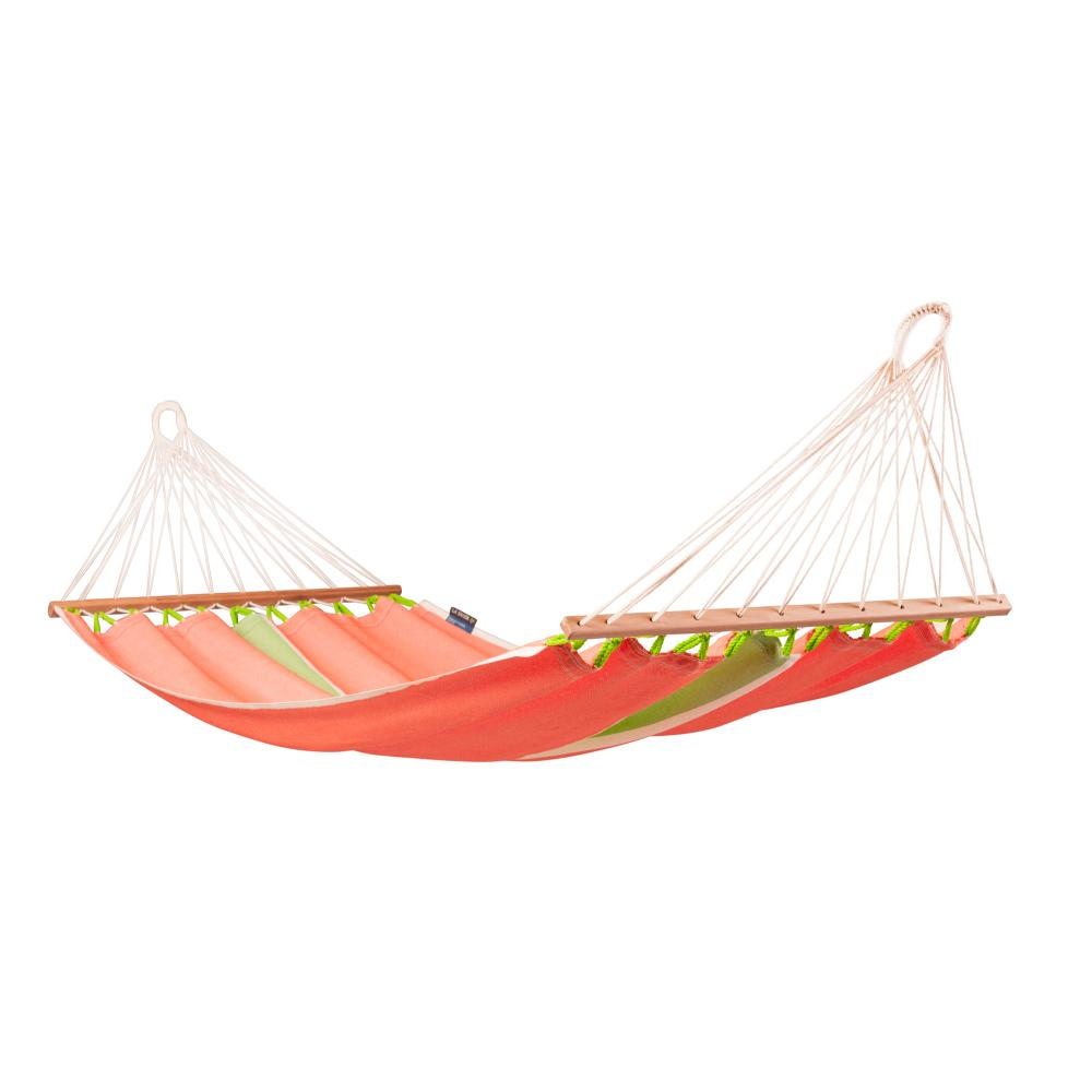 Outdoor weather resistant spreader bar hammock