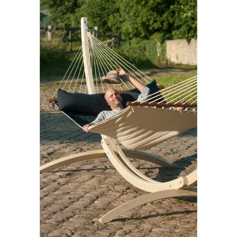 Outdoor spreader bar hammock