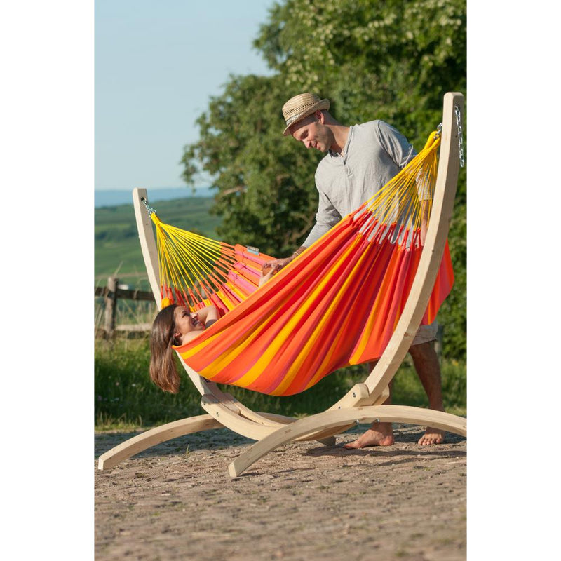 Single hammock and wooden hammock stand
