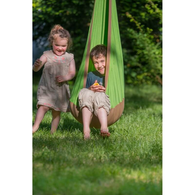 Outdoor play nest for children