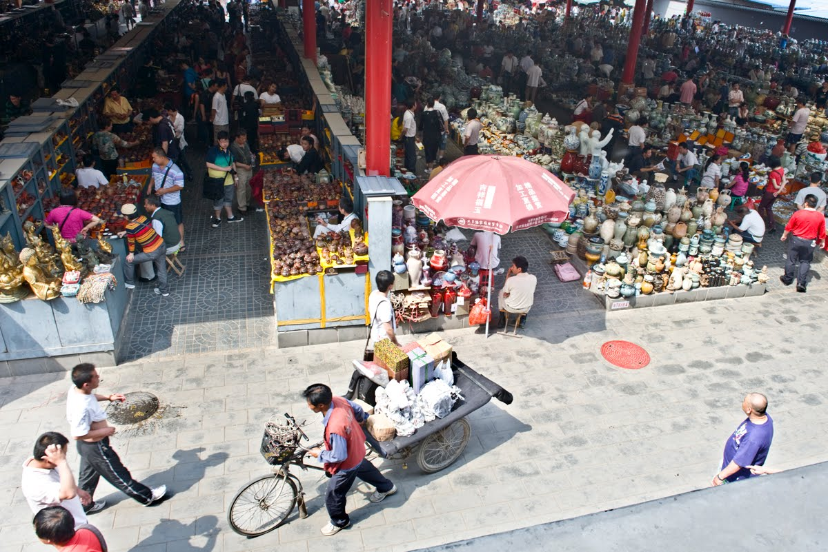 Panjiayuan market and selecting antiques