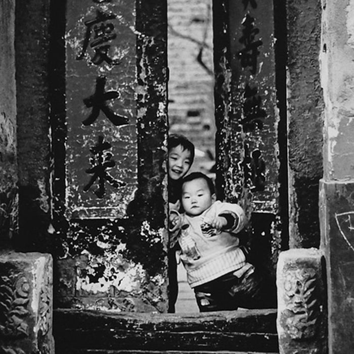 Framed Print - 'Children at Hutong Entrance'