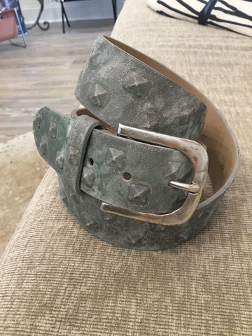 Putty stud belt