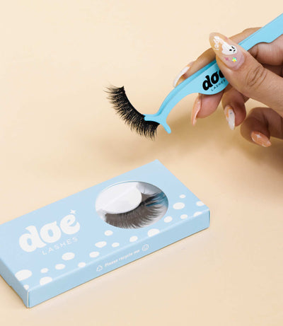 How to Remove False Lashes
