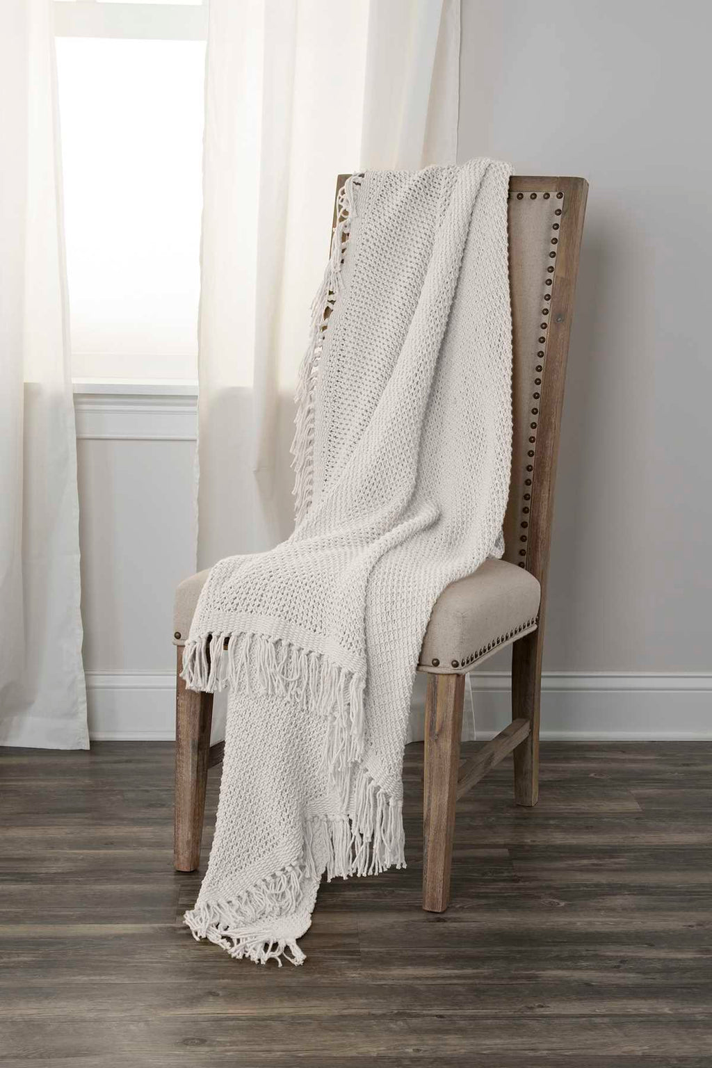 Darcy - 0422 White - Throw - WORLD OF RUGS