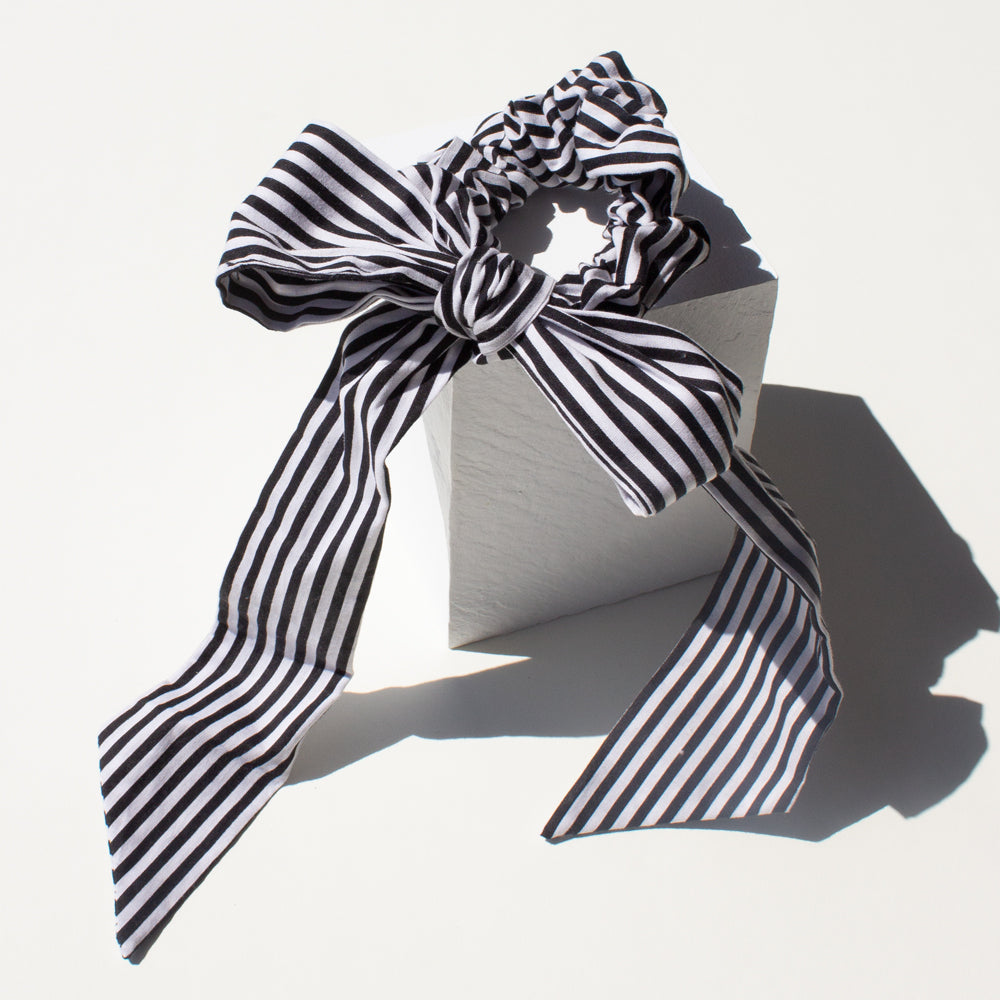 Elastics Scrunchie Black and White Bow