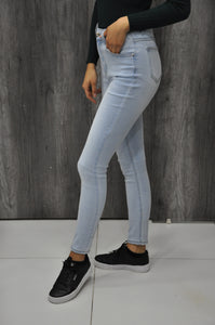 HIGH WAISTED LIGHT BLUE JEANS