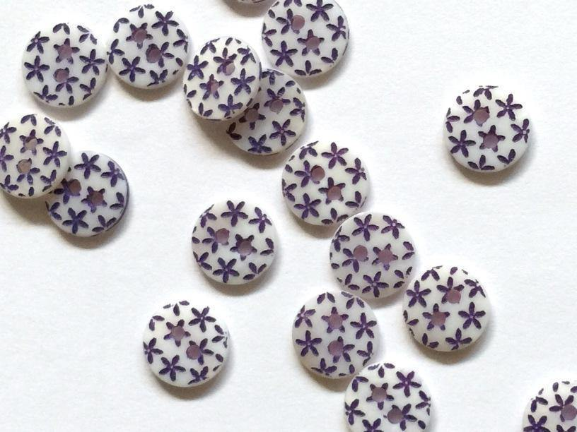 "River Shell with Navy Stars 10mm (3/8"") Buttons"