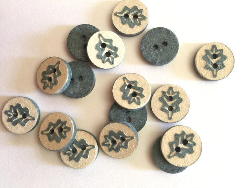 "Pale Coconut with Blue/Green Oak Leaf 12mm (½"") Buttons"