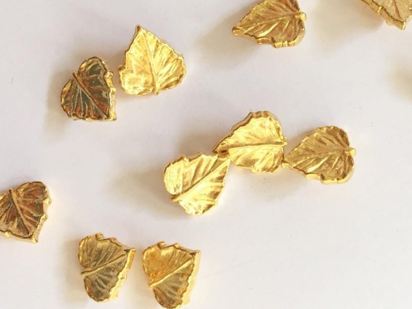 15mm - Gold Colour Leaves with Back Shank TextileGarden Buttons & Fasteners
