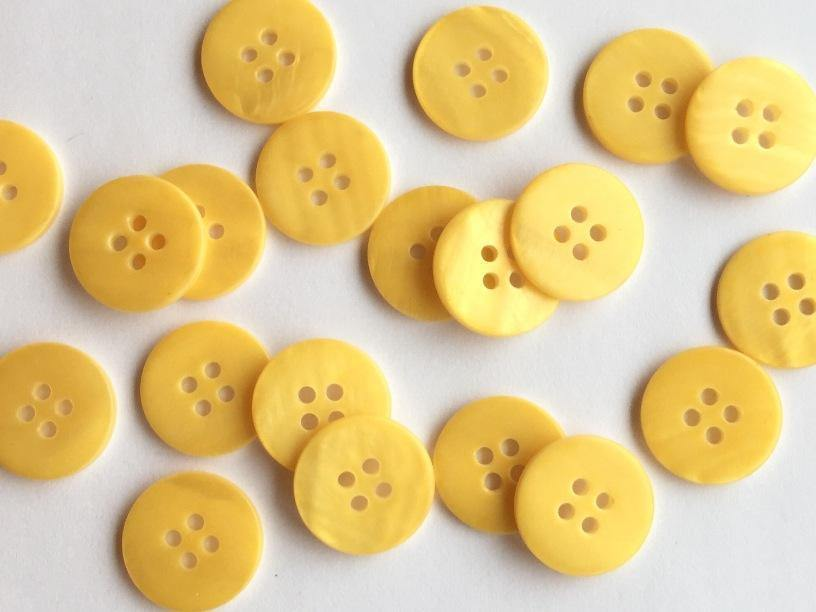 "Matt Yellow River Shell 15mm (5/8"") Buttons & Fasteners"