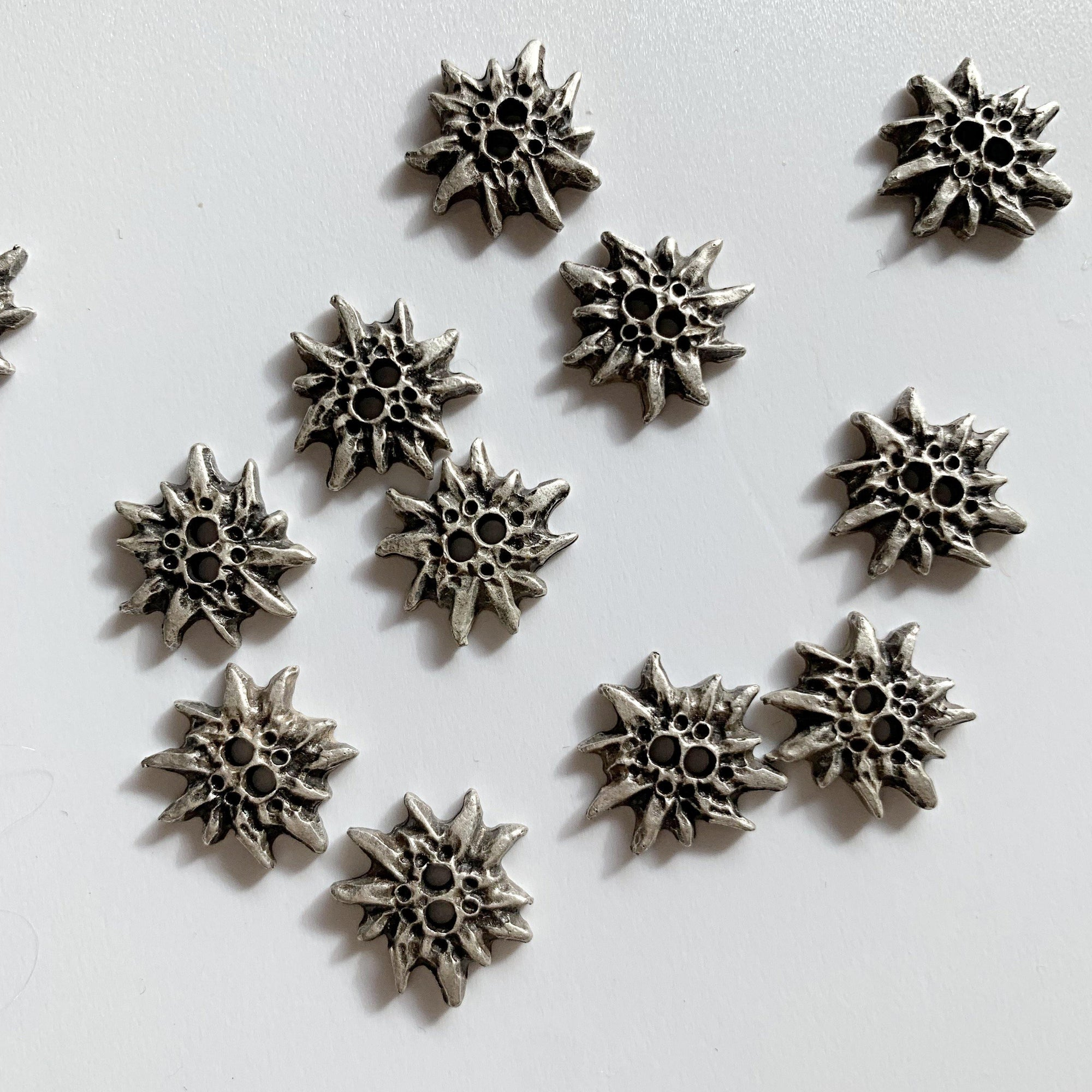 15mm - Metal Spiky Star TextileGarden Buttons & Fasteners