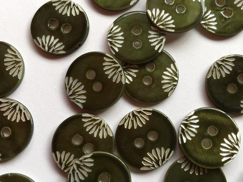 "Dark Forest Green Design 18mm (¾"") Shell Buttons"