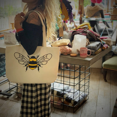 Appliqué Bee Shoulder Tote tribeyarns Bags & Cases