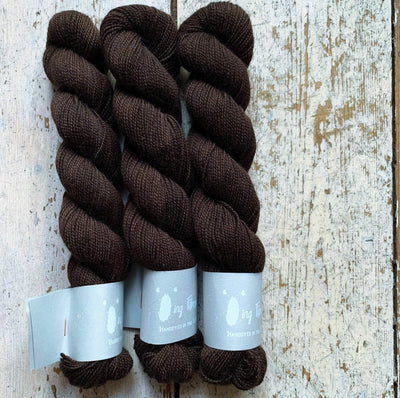 High Twist BFL Minis Qing Fibre Yarn Caviar