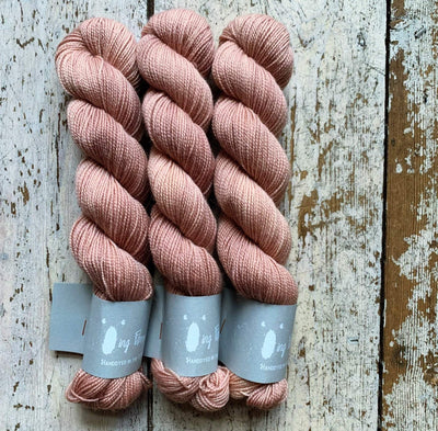 High Twist BFL Minis Qing Fibre Yarn Dust