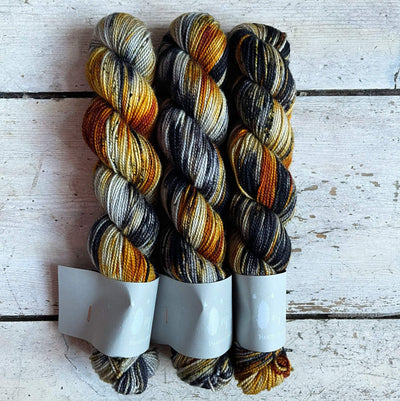 High Twist BFL Minis Qing Fibre Yarn Fawkes