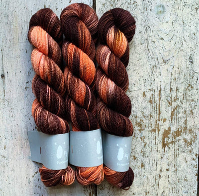 High Twist BFL Minis Qing Fibre Yarn Fraises au Chocolat