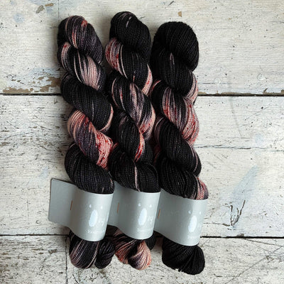 High Twist BFL Minis Qing Fibre Yarn Rothko