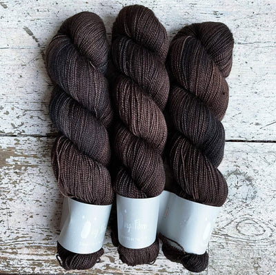 High Twist BFL Qing Fibre Yarn Caviar
