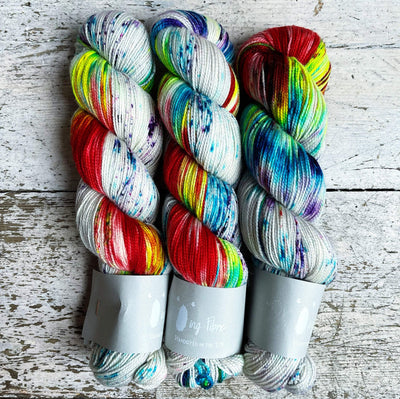 High Twist BFL Qing Fibre Yarn Mardi Gras
