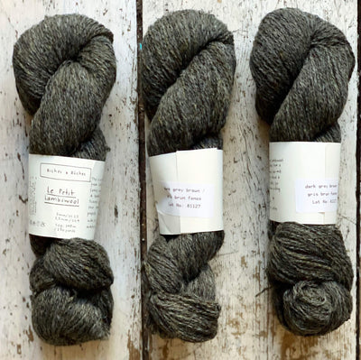 Le Petit Lambswool Biches & Bûches Yarn Le Petit Dark Grey Brown