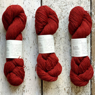 Le Petit Lambswool Biches & Bûches Yarn Le Petit Dark Red