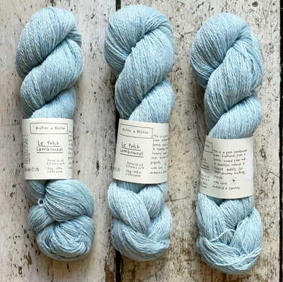Le Petit Lambswool Biches & Bûches Yarn Le Petit Very Light Blue