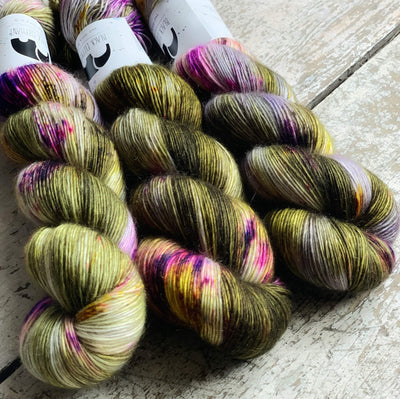 Luxurious Singles Black Elephant Yarn Arlandria Lux