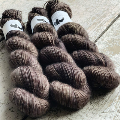 Luxurious Singles Black Elephant Yarn Pecan Pie Lux