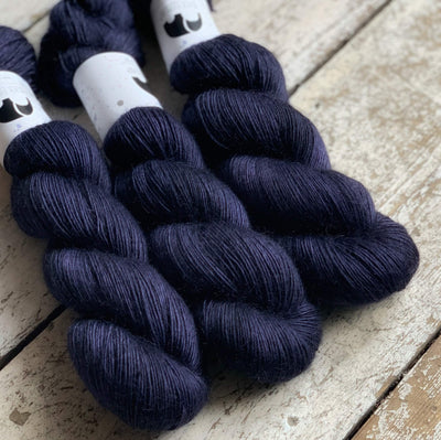 Luxurious Singles Black Elephant Yarn Winterfell Lux