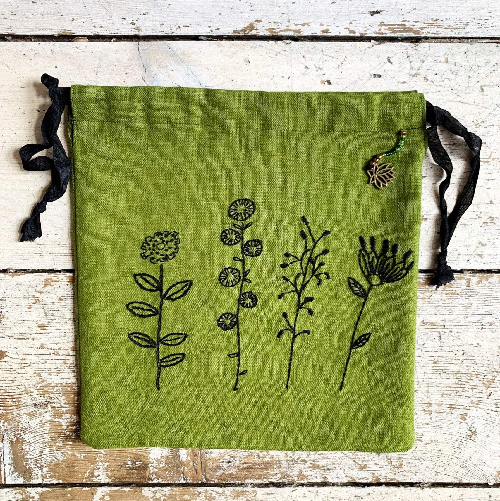 meinikigai Hand Embroidered Project Bags meinikigai Bags & Cases Flowers and Lime