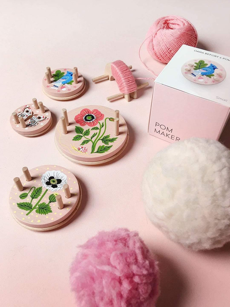 Oana Befort Pom Maker – Extra Small Pink Pom Maker Pom Pom Maker
