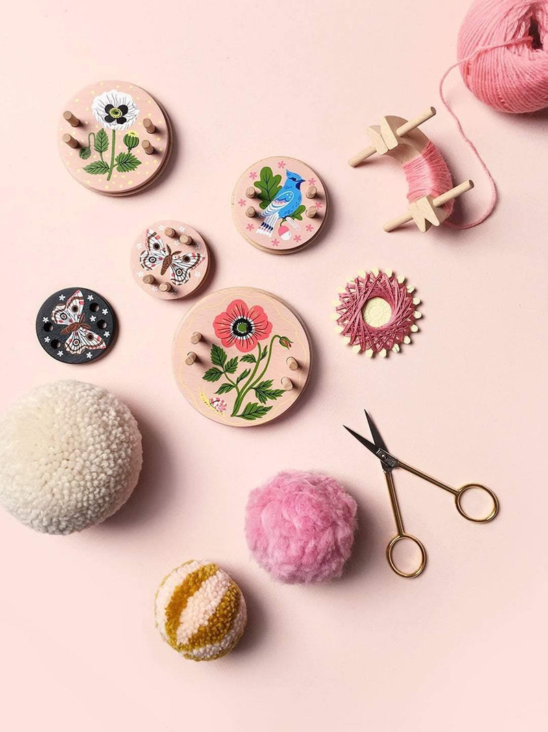 Oana Befort Pom Maker – Small Pink Pom Maker Pom Pom Maker