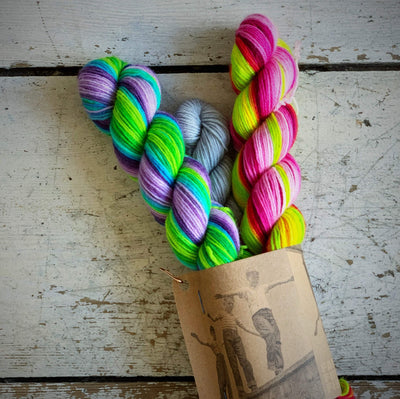 Self-Striping Sock Yarn with Contrast Set Fab Funky Fibres Yarn Regular Light Grey