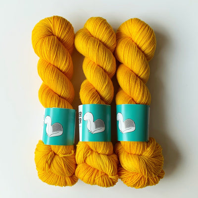 Squirm Sock Undercover Otter Yarn Giallo