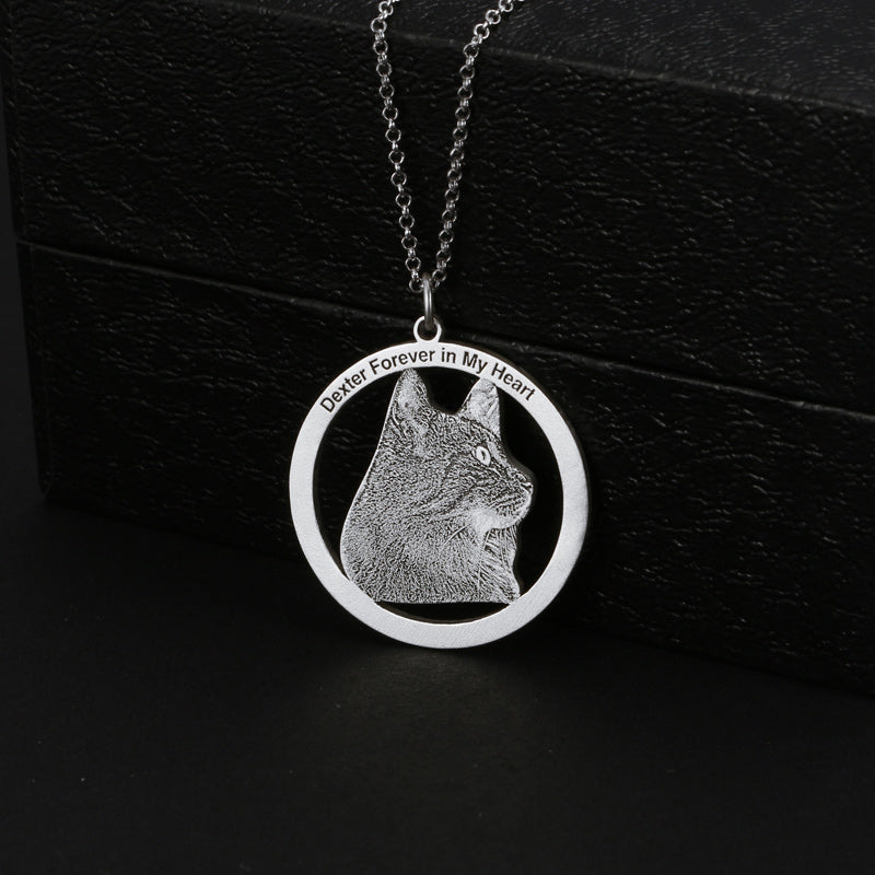 Engraving Circle Photo Necklace