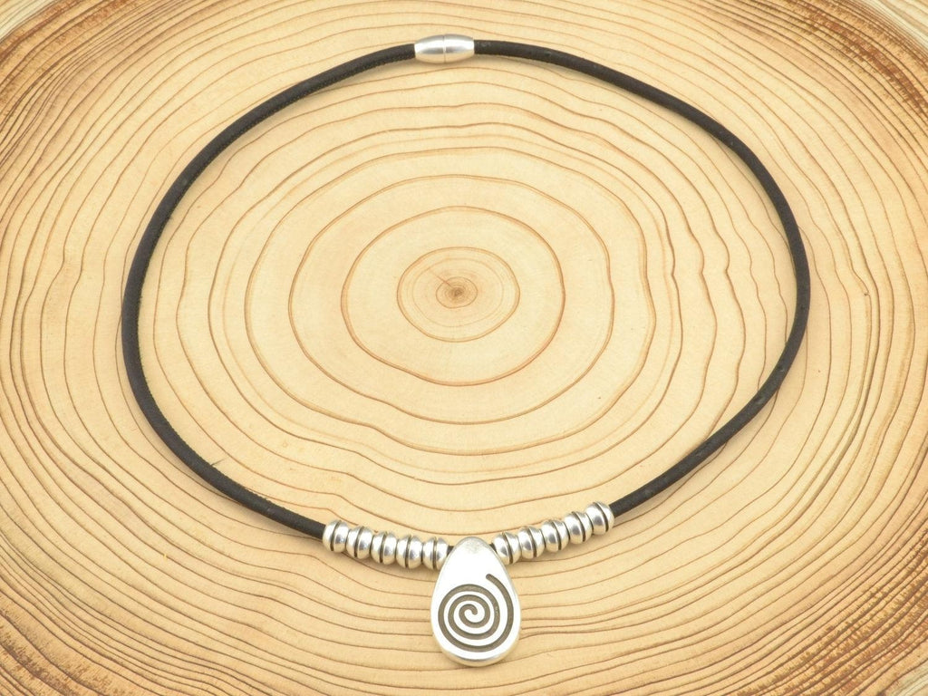cork-necklace-with-spiral-pendant-fromportugal.myshopify.com