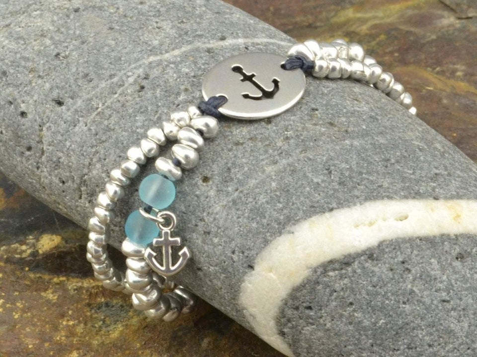 beaded bracelet with anchor charm