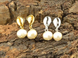 gold cowrie shell stud earrings with freshwater pearl, pearl earring with cowrie shell, pearl jewelry