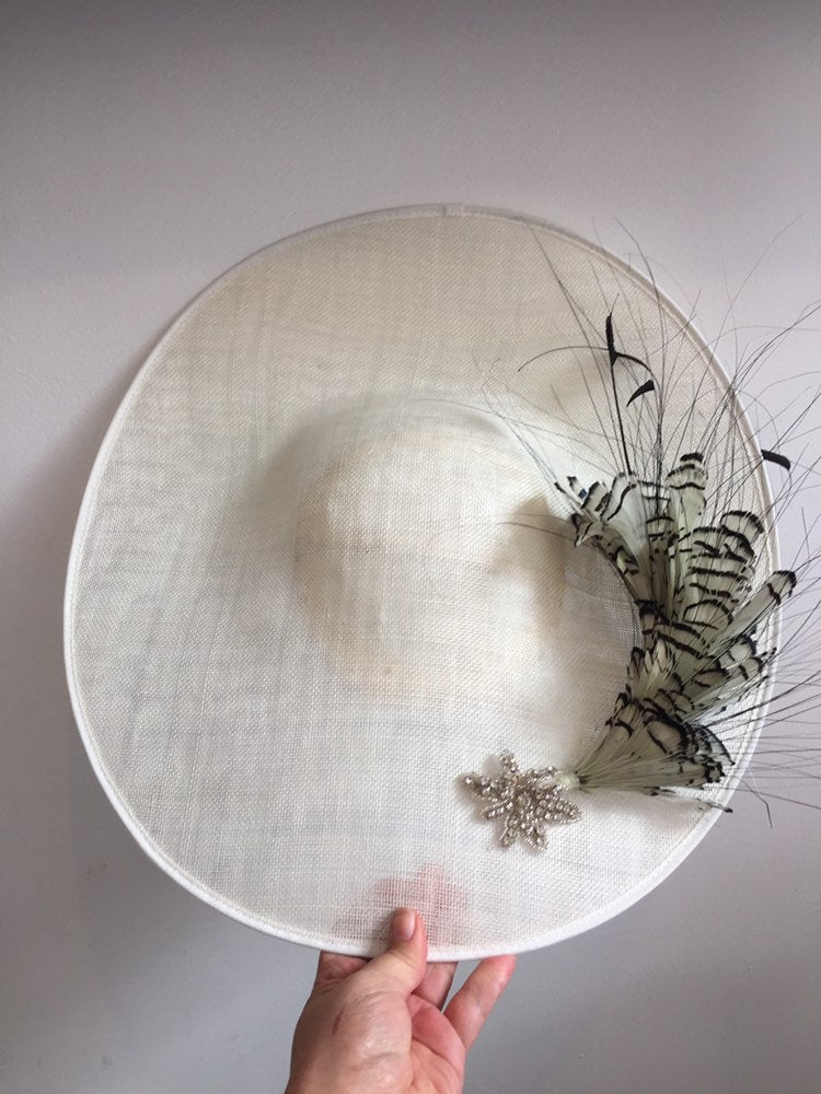 Large white saucer - black and white feathers and pretty dimonte detail