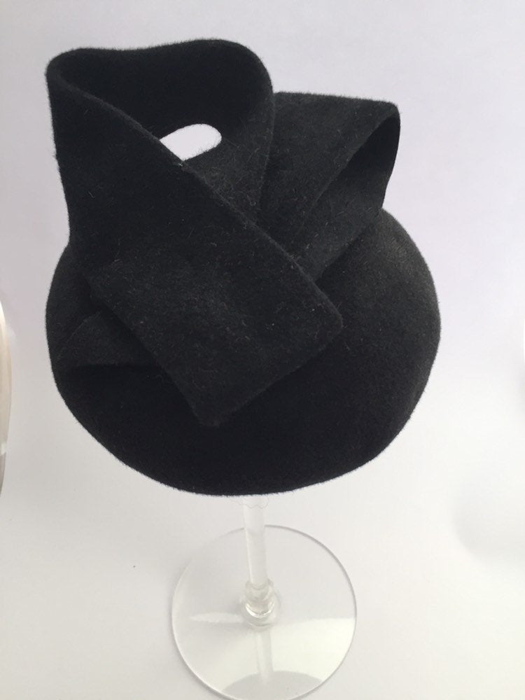 Mini black fekt button beret with sculptural beret