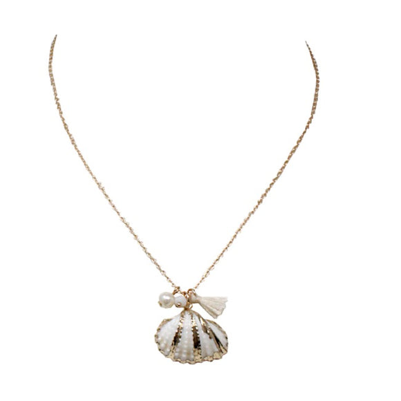Shell w/ pearl necklace set
