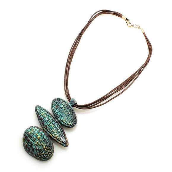 Geometric alligator texture necklace set