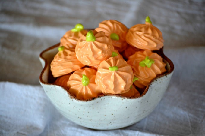 Pumpkin shaped meringues for Thanksgiving desserts