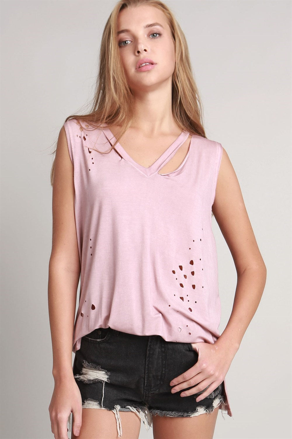 DISTRESSED V-NECK TSHIRT
