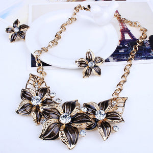 Elegant Vintage Flower Necklace/Earring Set