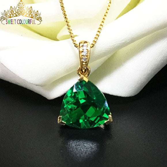 2.9 Carats emerald  and 18K gold Necklace