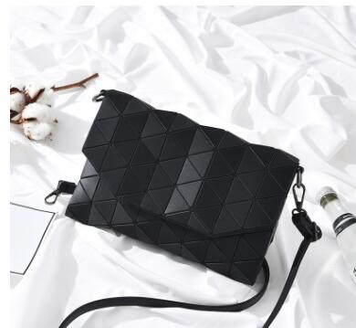 2018 Designer Women Evening bag Chain Shoulder Bags Laser Fold Over Handbags Geometric Luminous Bag Casual Clutch Messenger Bag