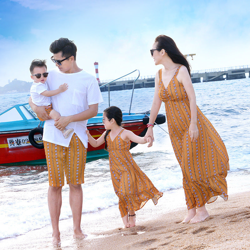 1f8764944e Mother Daughter Outfits 2018 Bohemian Style Beach Dress T-shirts+Shorts  Family Look Outfits ...